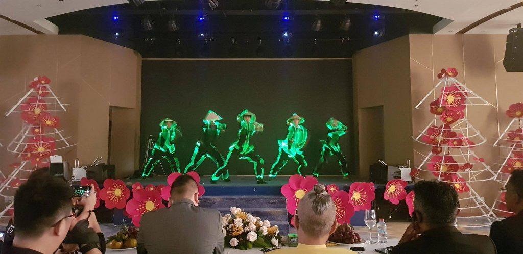 nhảy đèn led, nhay den led, led dance