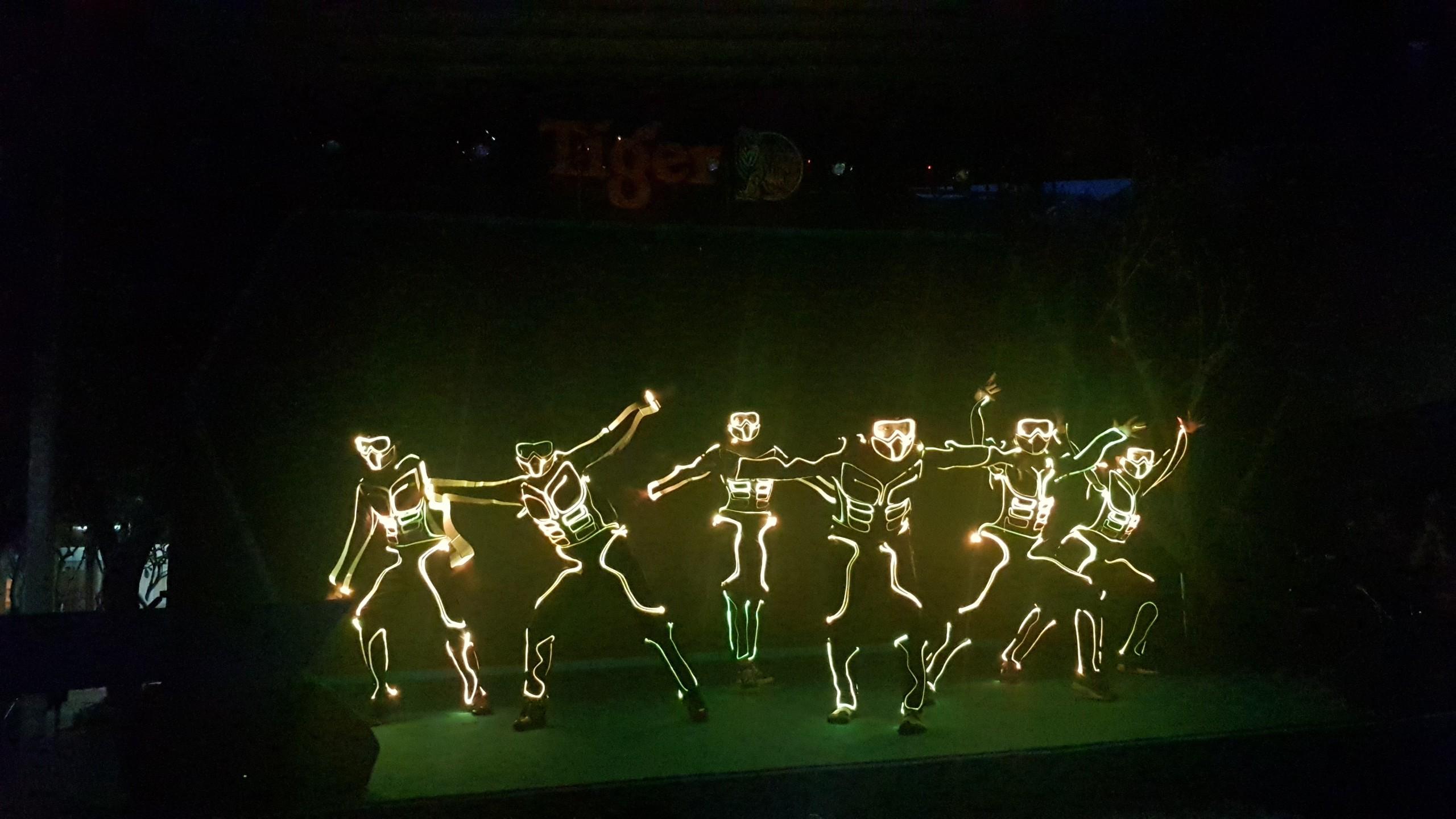 nhảy đèn led, nhay den led