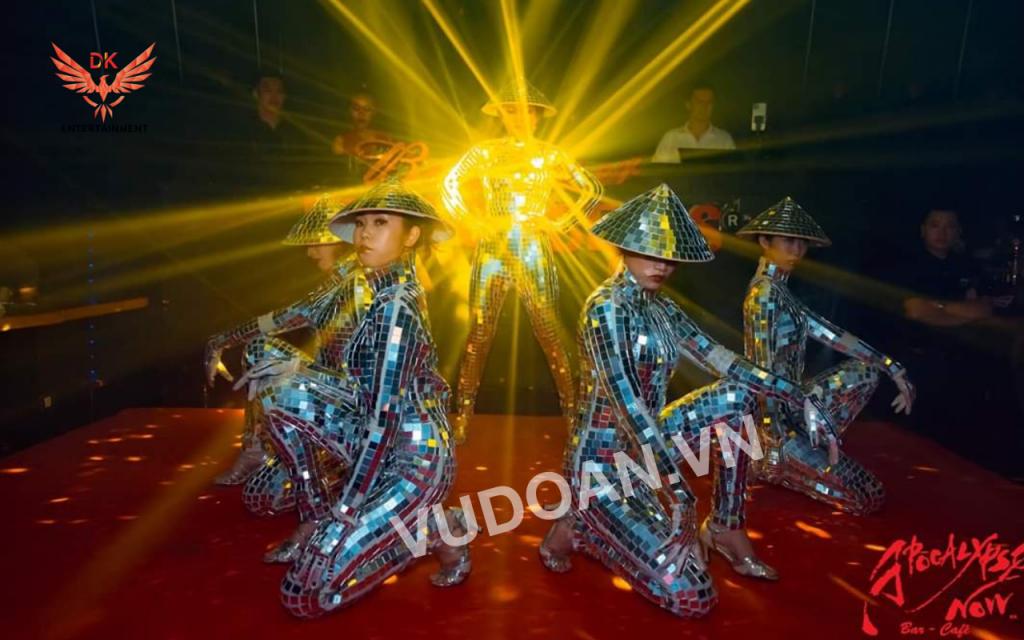 Biểu diễn nhảy gương mirror dance vũ đoàn dk 3